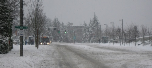 Sount Transit Express bus braves snow on Mercer Island